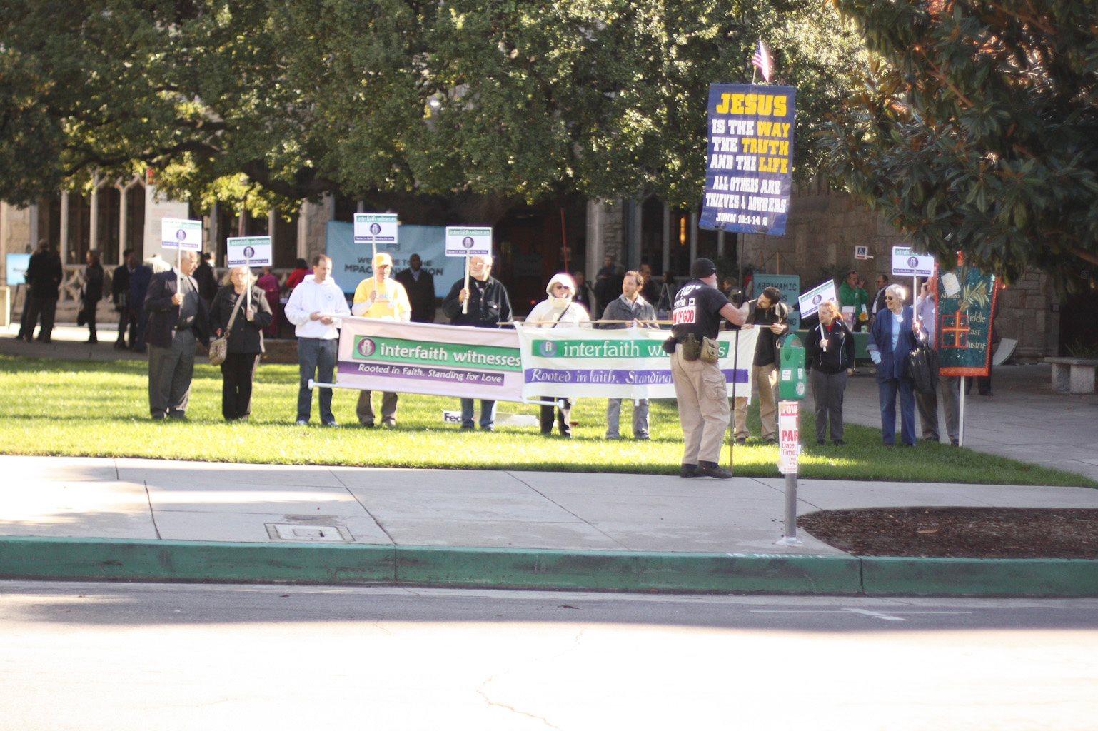 2012-12-18-counterprotest2.jpg