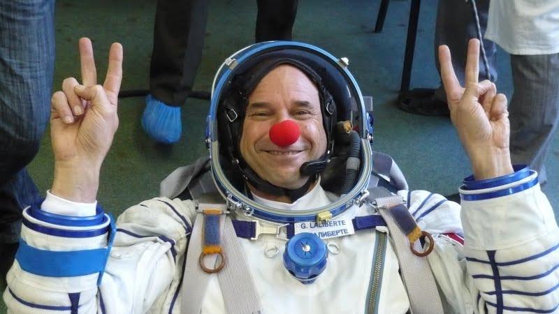 2012-12-18-kisalala-images-guy-laliberte-space-GuyClowninSpace6.jpeg