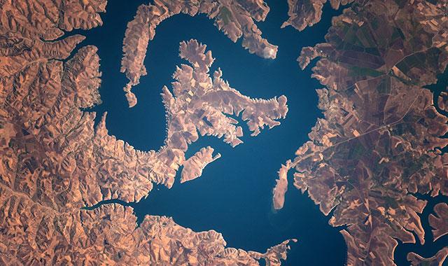 2012-12-18-kisalala-images-guy-laliberte-space-guylaliberteturkeyEuphratesriver.jpeg