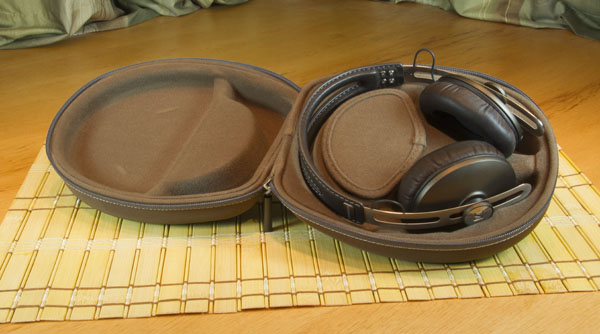 2012-12-19-Sennheiser_Momentum_Photo_InCase.jpg