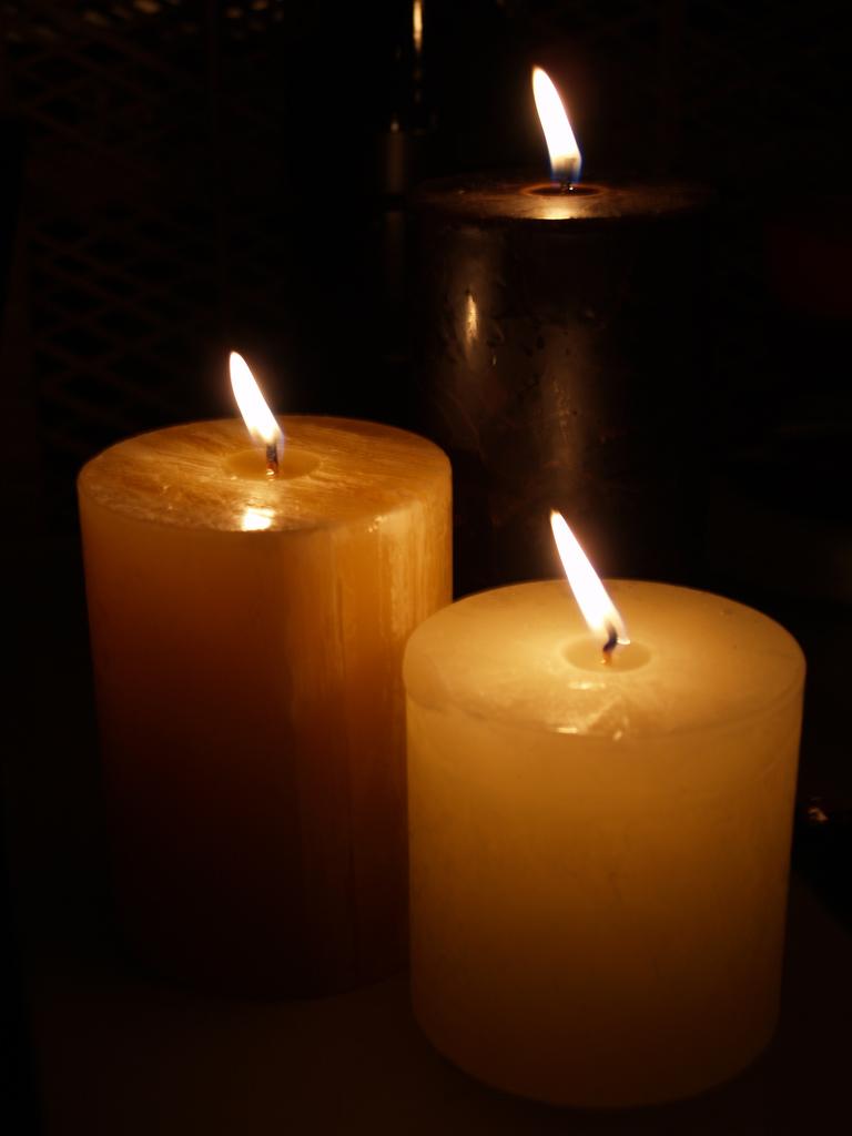 2012-12-20-candles2.jpg