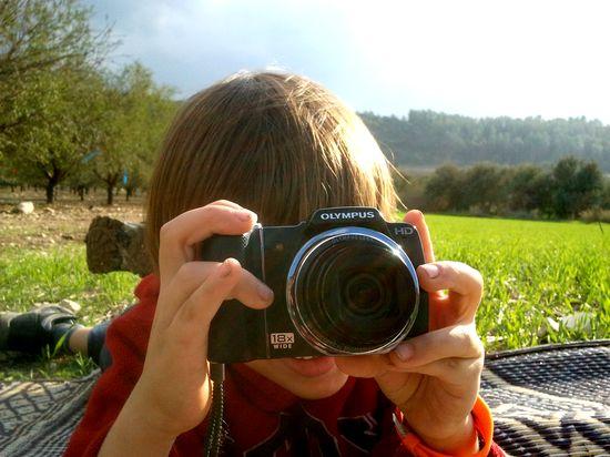 2012-12-22-cameraholding.jpg