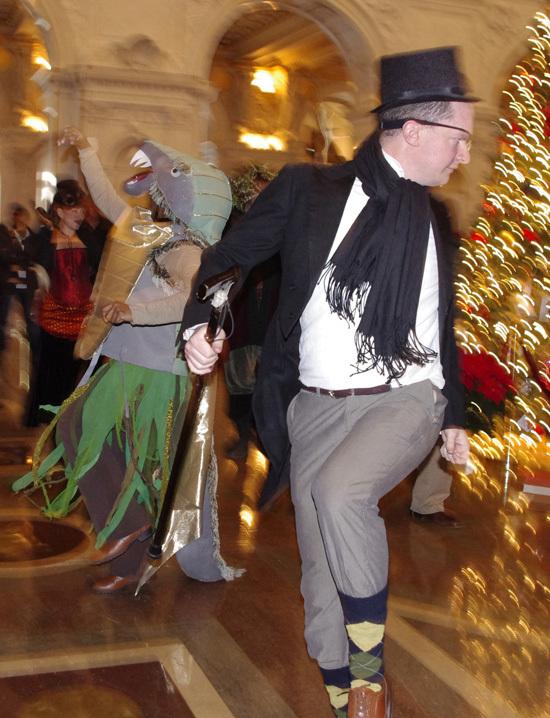 2012-12-27-dancersHuff.jpg