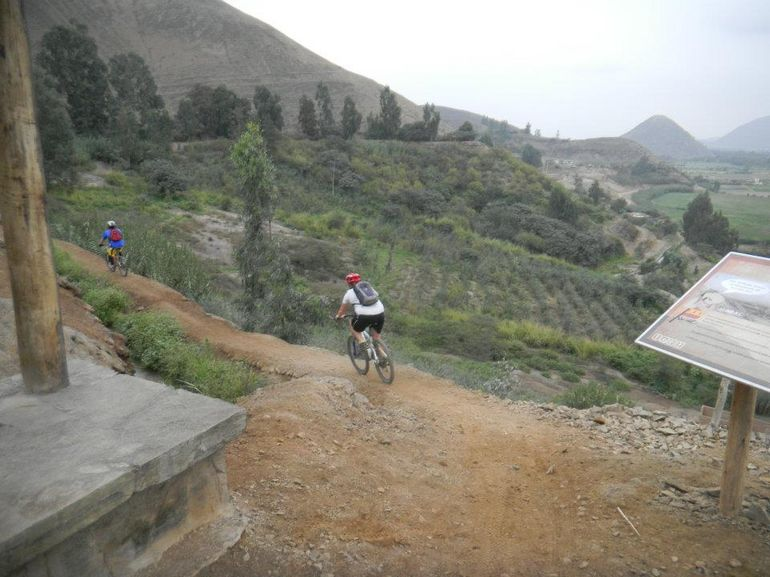 2013-01-03-RoadtoPachacamacbiketourfromLima.jpg