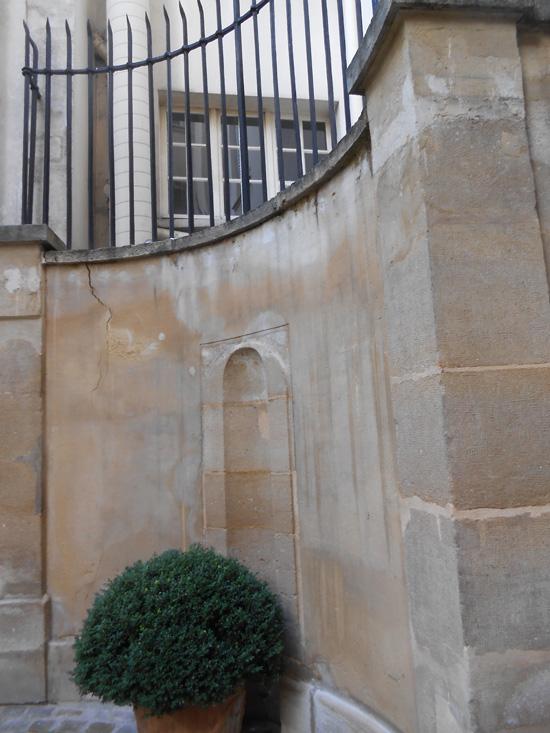2013-01-04-parisrueduDragonsmalllr.jpg