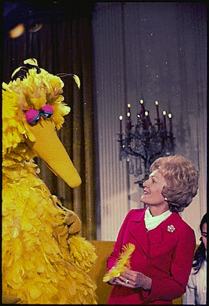 2013-01-09-Mrs._Nixon_meeting_with_Big_Bird_from_Sesame_Street_in_the_White_House__12201970.jpg