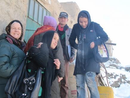 2013-01-13-Zainab_Umalbanin_Ali_Kathy_Martha_going_up_the_mountainside.jpg