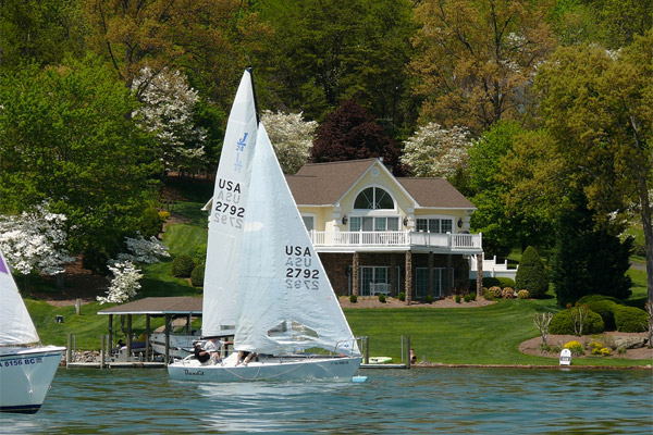 Sailing on Smith Mountain Lake