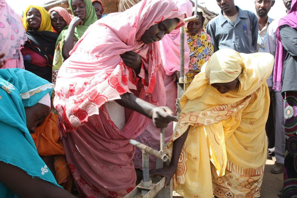 2013-01-24-DarfurwomenoperatingpressSophieWoodFCOKhartoum24Jan2013549823_10151269760642426_2144105220_n.jpg