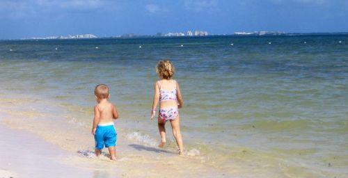 2013-01-31-HP_Cancun_BeachKids2.jpg