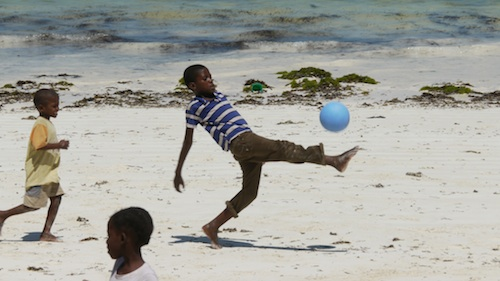 2013-02-01-YouthinZanzibarplaywithOneWorldFutbolonthebeachJanuary2013.jpg