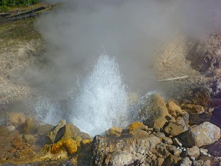 2013-02-08-YellowstoneSpraygeyser.jpg