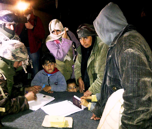 2013-02-11-SyrianscrossingintoJordan.jpg