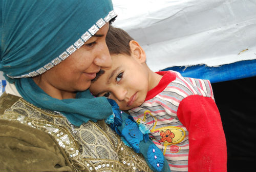 2013-02-12-SyrianmotherandlittleboyinDomizcampIraqDSC_0612small.jpg