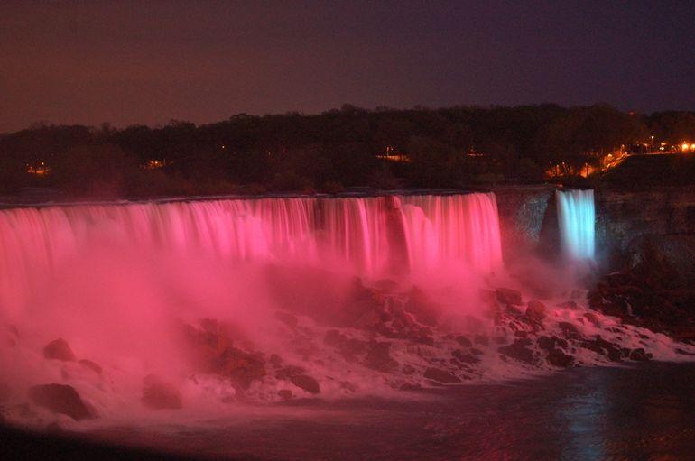 2013-02-14-NiagaraFallsatnight.jpg