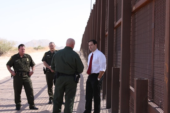 2013-02-21-RubioBorderfencewithCBPofficials.JPG