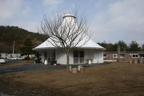 2013-02-25-POSTKAMAISHIII.espaciodeasambleadelarquitectoRkenYamamotoenKamaishiIwate.jpg