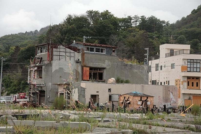 2013-03-08-RuinsinOtsuchi.jpg
