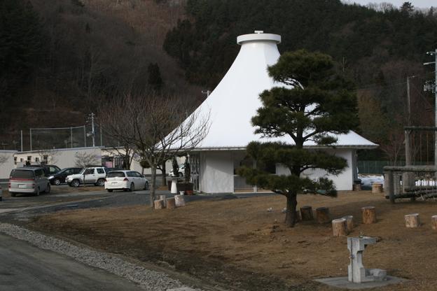 2013-03-23-25.pabellncomunitarioderikenyamamotokamaishiiwate.jpg