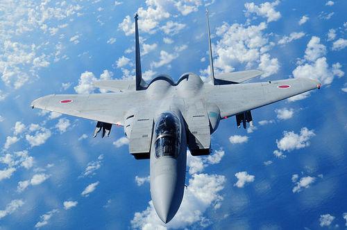 2013-04-11-640pxJapan_Air_Self_Defense_Force_F15.jpg