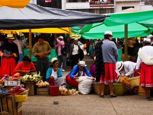 2013-04-11-outdoormarketEcuador.jpg
