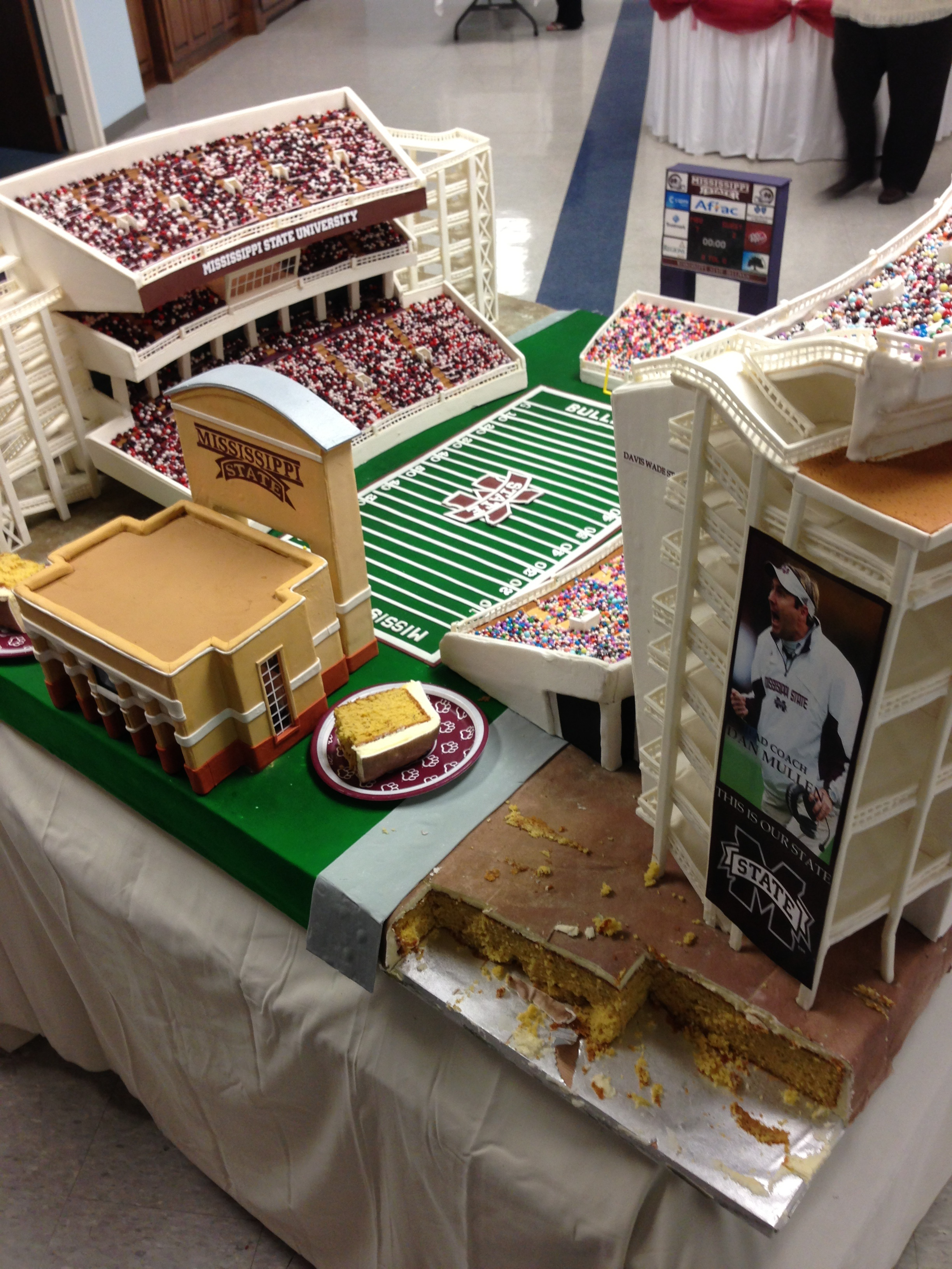 Groom S Cake Is Replica Of Mississippi State Football