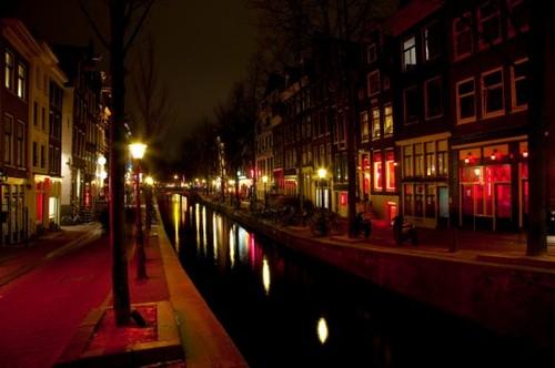 2013-04-16-AmsterdamRedLightDistrict2.jpg
