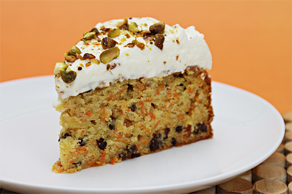 2013-04-22-IMG_2887CarrotcakewithcurrantsandgingercrmefracheChantilly.jpg