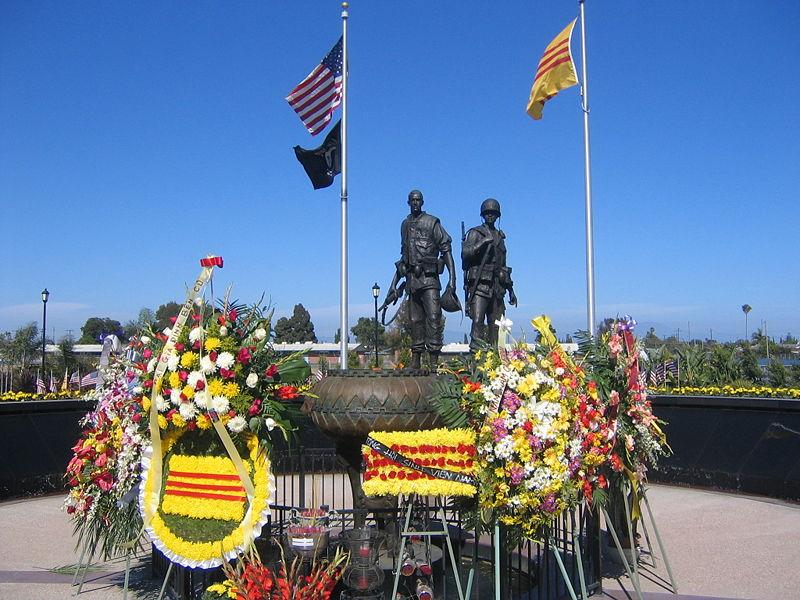 2013-04-28-800pxVietnam_War_Memorial_Westminster.jpg