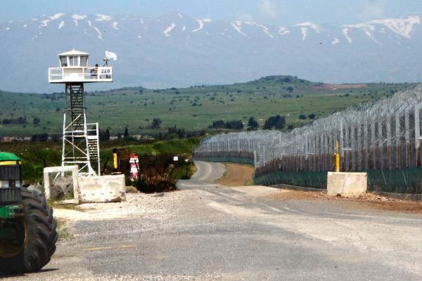 2013-05-06-p17Syrianborder.jpg