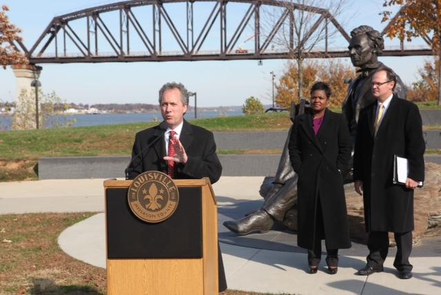 2013-05-18-Mayor_Fischer_at_Lincoln_statue.jpg
