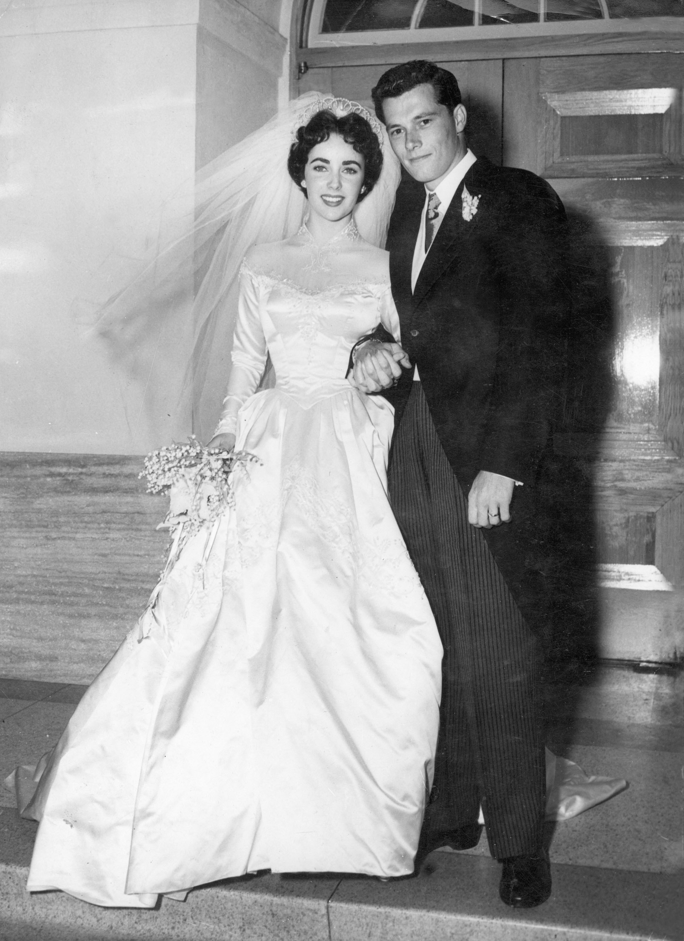 Elizabeth Taylor Wedding Dress Up For Auction (PHOTO) | HuffPost