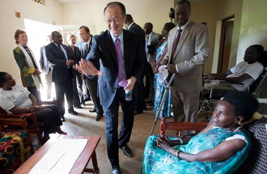 World Bank Group President Jim Yong Kim visits disabled demobilized ex-combatants