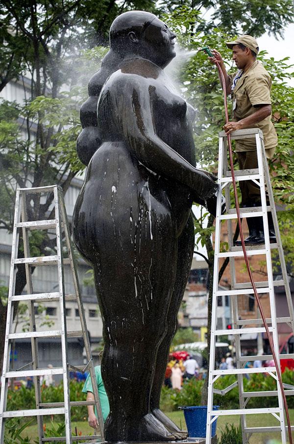 2013-06-05-BoterosculptureBath3.jpeg