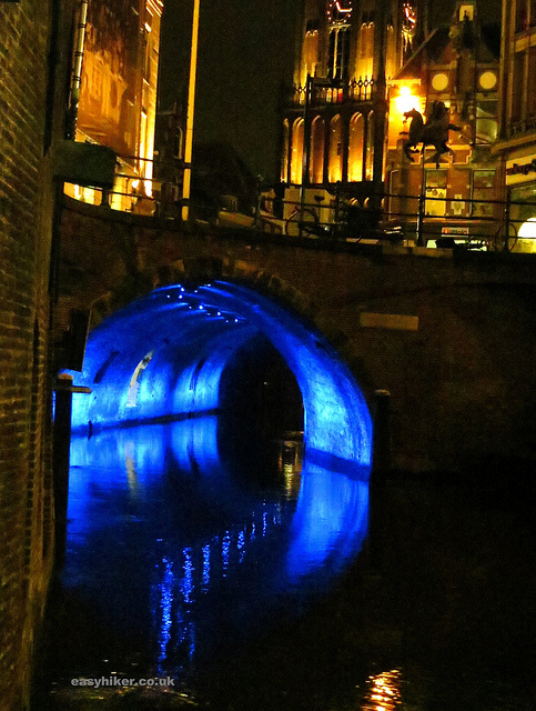 Oude Gracht illuminated/easyhiker.co.uk