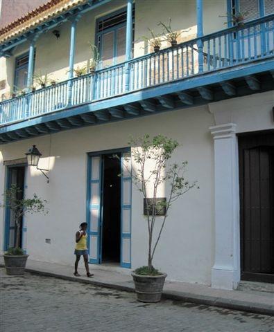 2013-06-10-Havanashadowystreetimg_2516.JPG