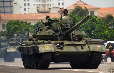 2013-06-18-TanksRollingDownGalleRoad.jpg