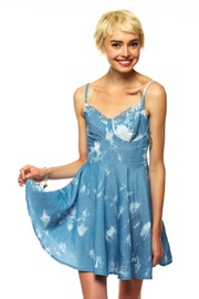 2013-06-28-http:-www.shoptiques.com-products-lightweight-chambray-dress-121dc25c92cb46b7ba6849203d3b0132_s.jpg