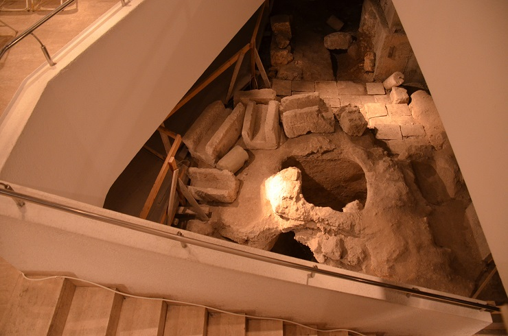 2013-06-30-ArcheologicaldiggingatSiebenbergMuseum.jpg