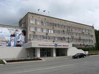 2013-07-18-800pxBerezniki_City_Administration.jpg