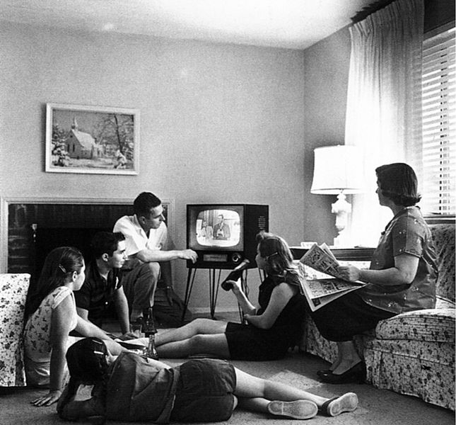 2013-07-24-Family_watching_television_1958.jpg