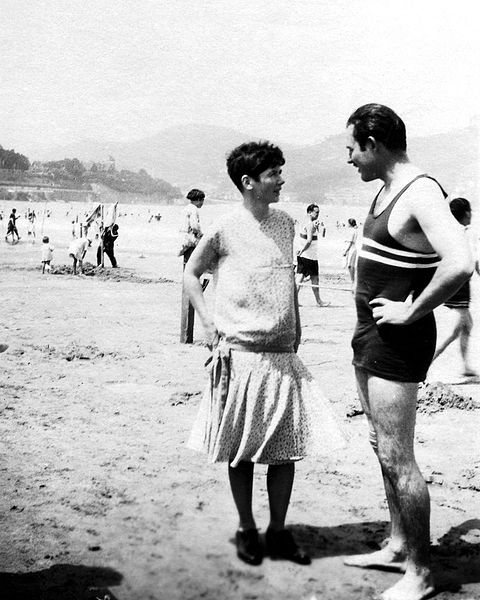 2013-07-31-480pxErnest_and_Pauline_Hemingway_in_Spain_1927.jpg