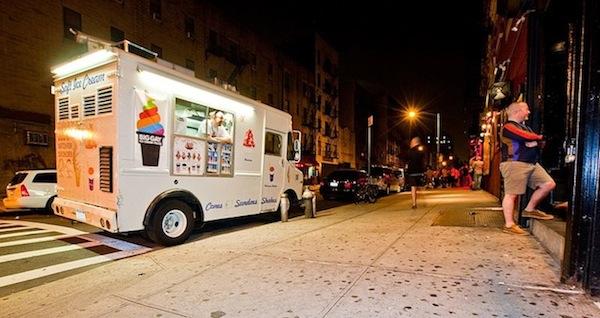 2013-08-07-800pxThe_Big_Gay_Ice_Cream_Truck_at_night.jpg