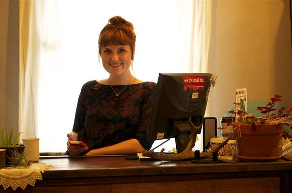 2013-08-07-Cassie_at_the_counter.jpg