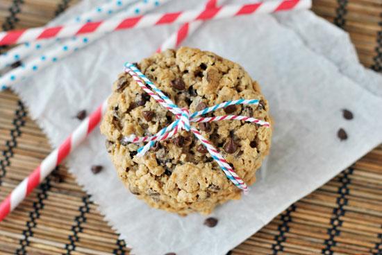 2013-08-14-oatmealchocolatechipcookie1large.jpg