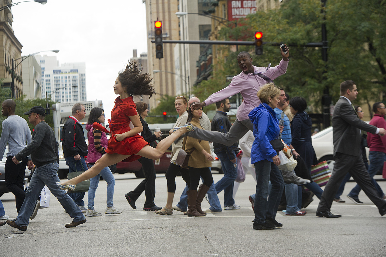 Картинки танцующие люди смешные
