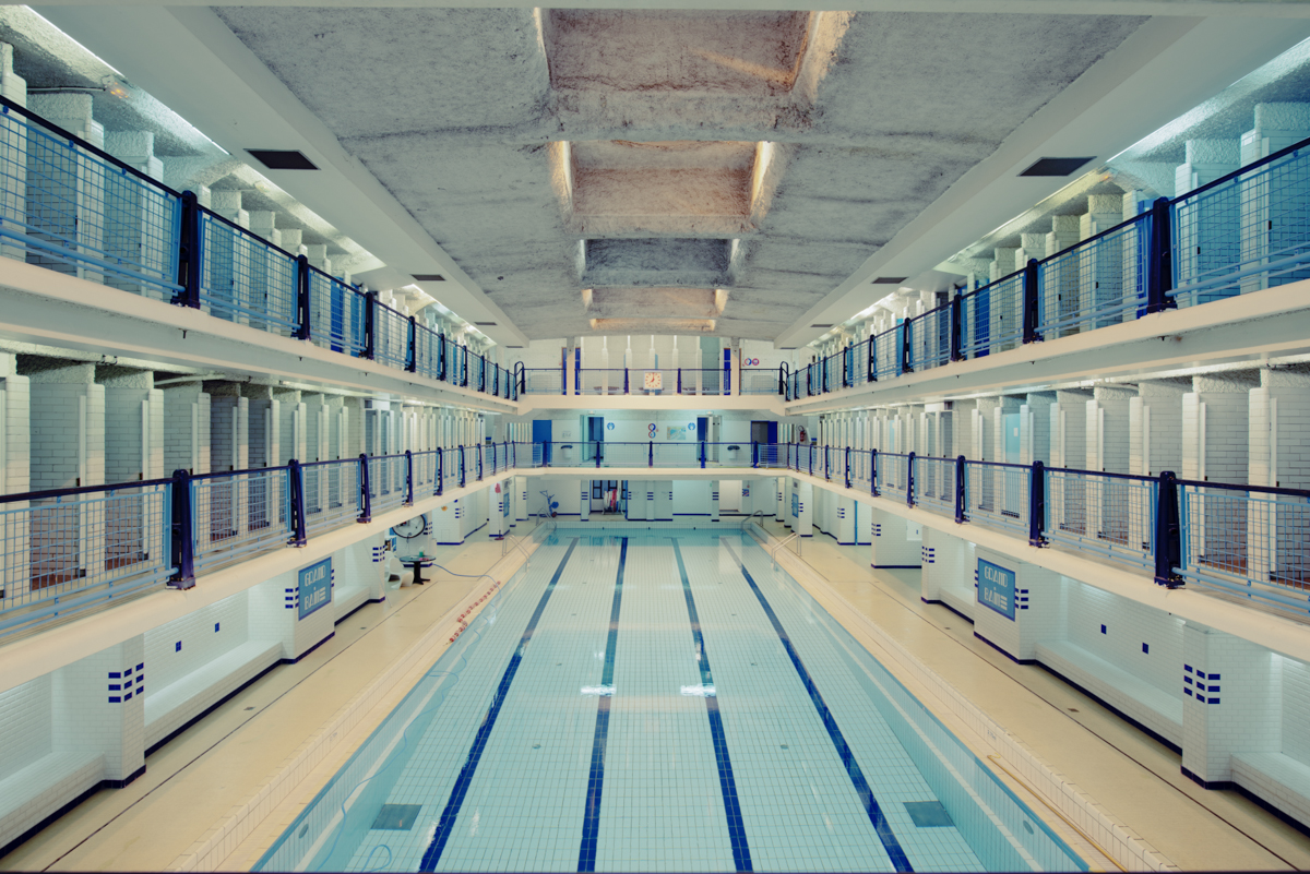 The hypnotic architecture of empty swimming pools for Empty swimming pool