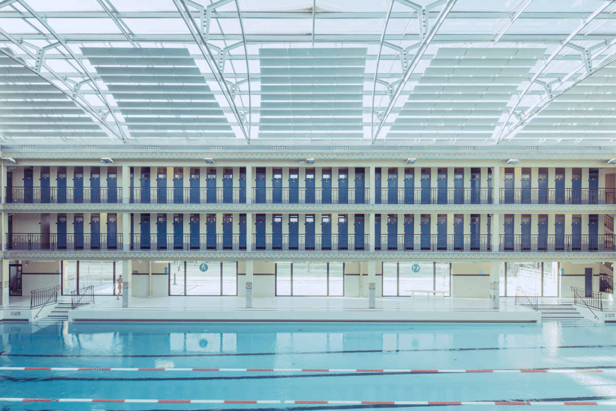 The hypnotic architecture of empty swimming pools huffpost for Empty swimming pool