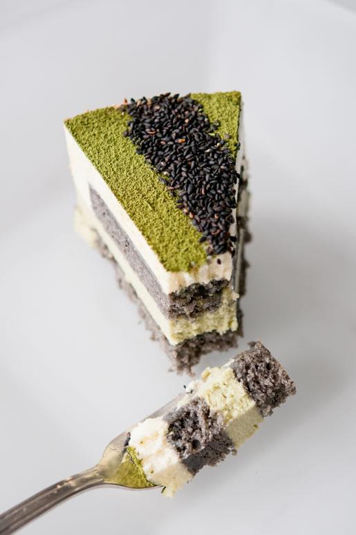 2013-08-20-cake_matcha_goma_mousse_main_1.jpg