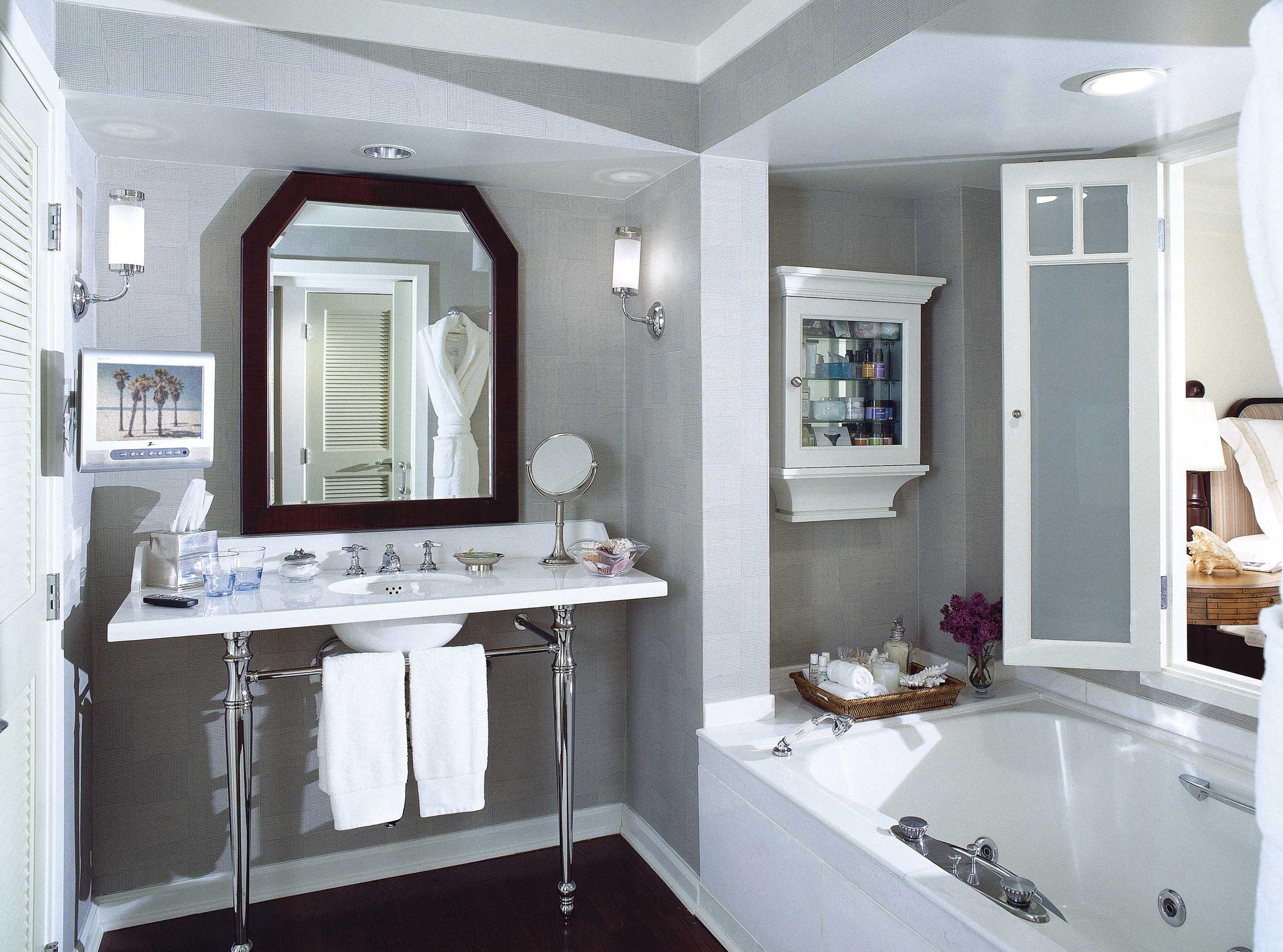 2013-08-27-shutters_guestroom_bathroom.jpg